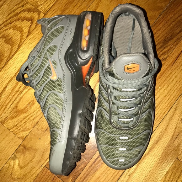 classic fit ab31e f679b NIKE OLIVE GREEN AIR MAX PLUS TN